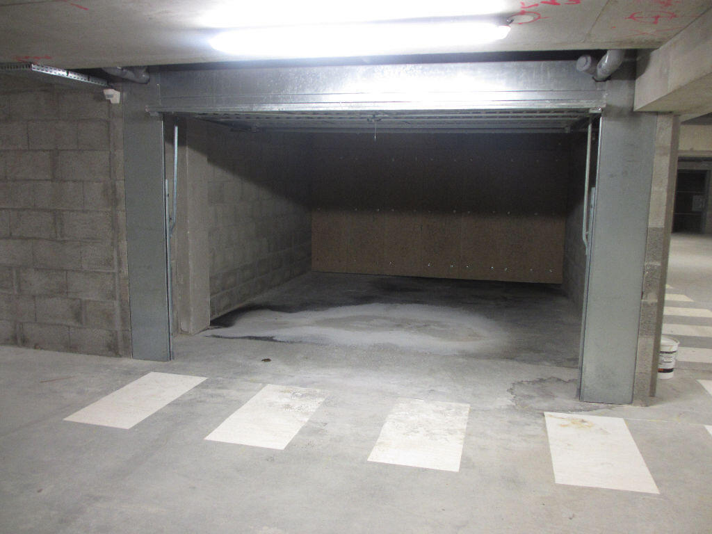 bail location garage parking box